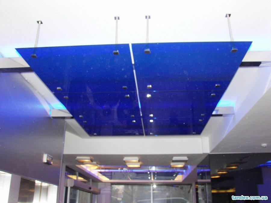 Подвесной потолок из стекла